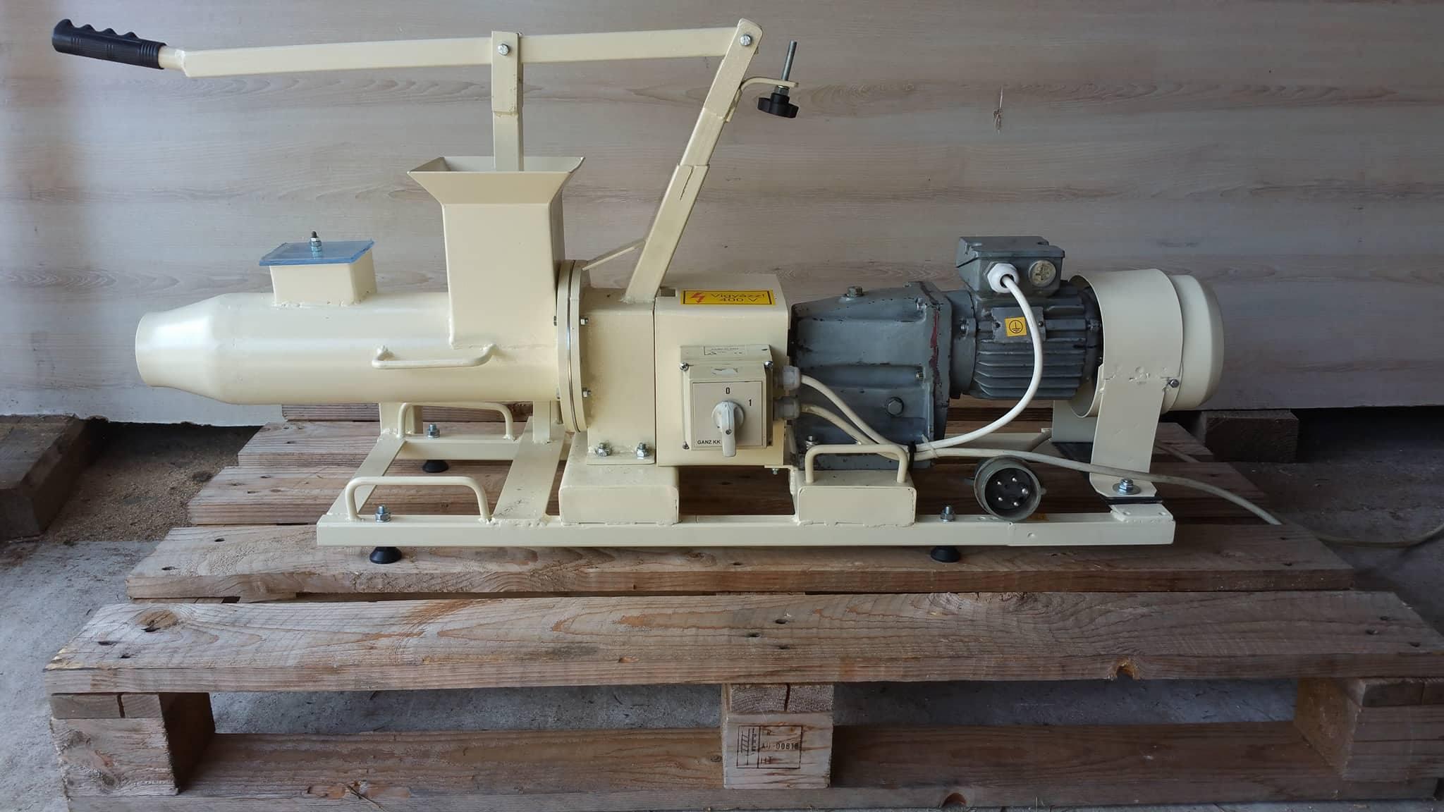 Használt agyag gyúrógép 4pg