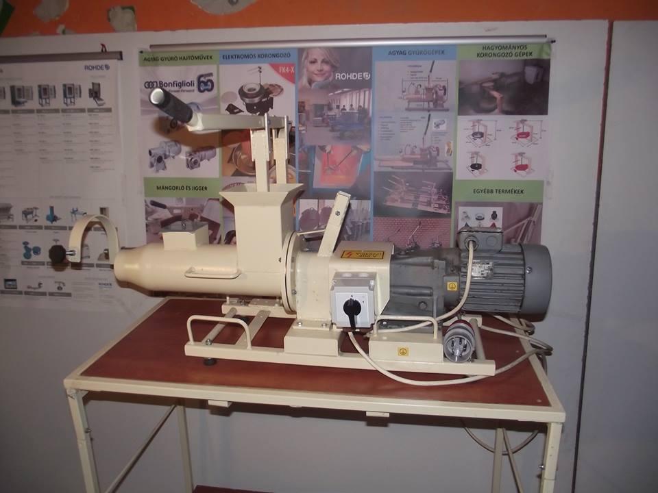 Használt agyag gyúrógép 5pg