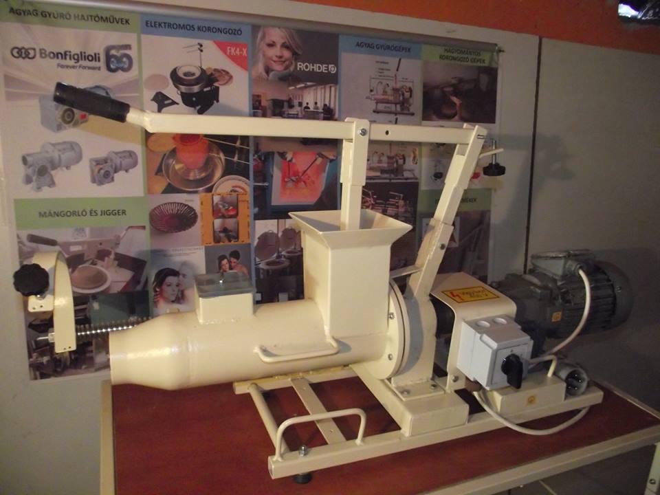 Használt agyag gyúrógép 8pg