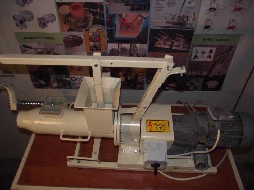 Használt agyag gyúrógép 9pg